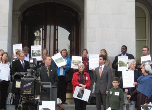 Assemblyman Jared Huffman speaks to 2010 Park Advocacy Day attendees on the steps of the Capitol.
